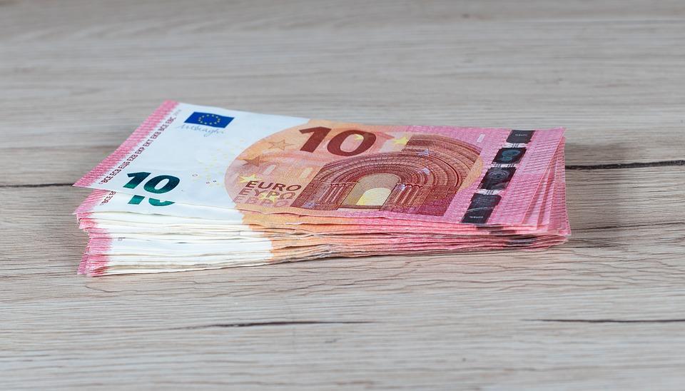 desítky eur