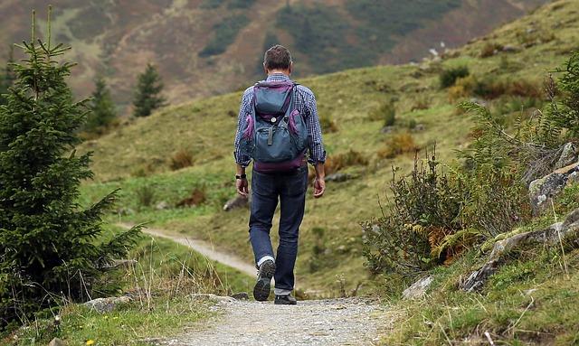 muž na cestě