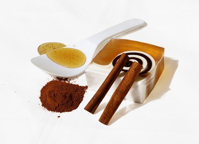 skořice a med