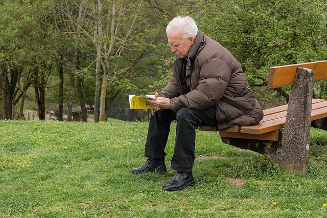 děda na lavici