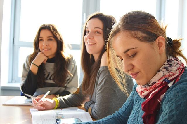 studentky ve třídě
